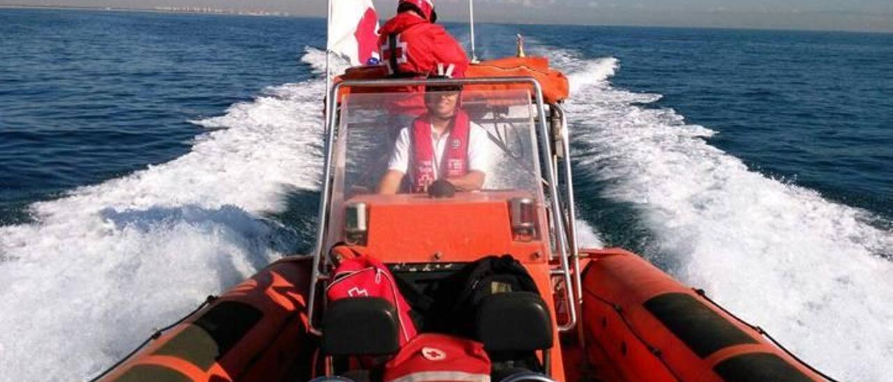 La Cruz Roja de Oliva podrá mejorar el servicio de salvamento marítimo con una nueva embarcación