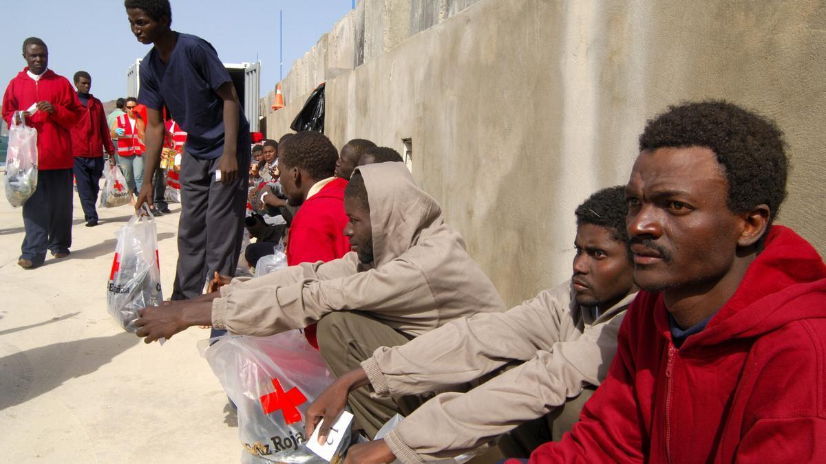 Imagen de archivo de varios migrantes en Fuerteventura.