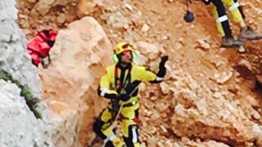 Un niño de 12 años sufre una caída de 10 metros en la senda de la Cova Tallada en Dénia