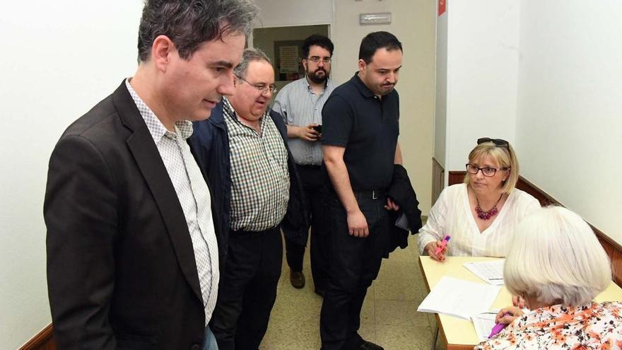 El PSOE local aprueba la lista de consenso por aclamación