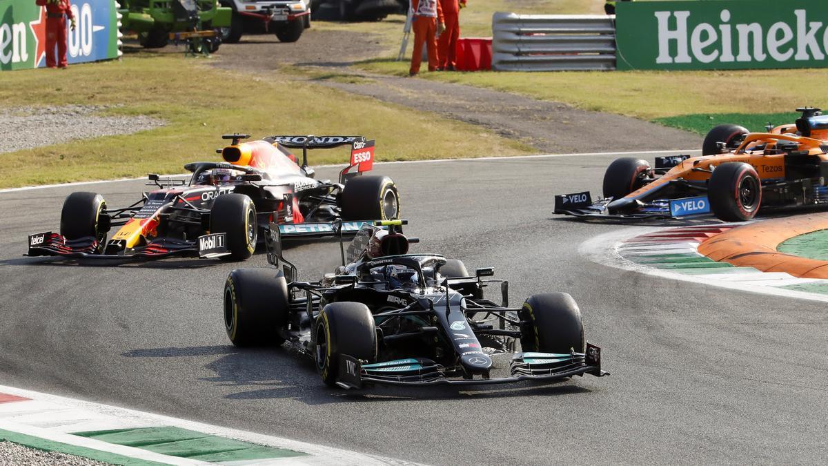 Bottas, Verstappen y Ricciardo, durante la sesión.