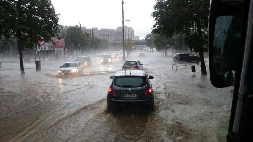 Espectacular tromba d'aigua a la ciutat de Girona