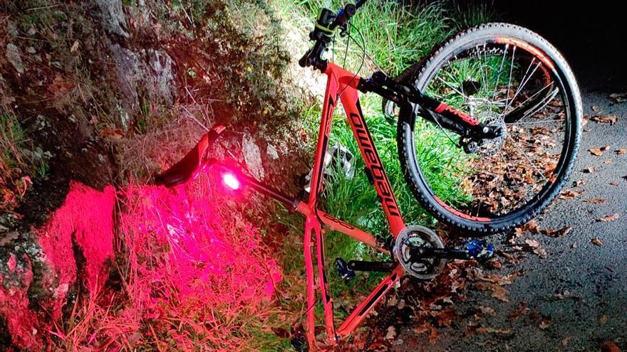 Un joven ciclista de Santiago, herido grave en otro presunto atropello en Silleda
