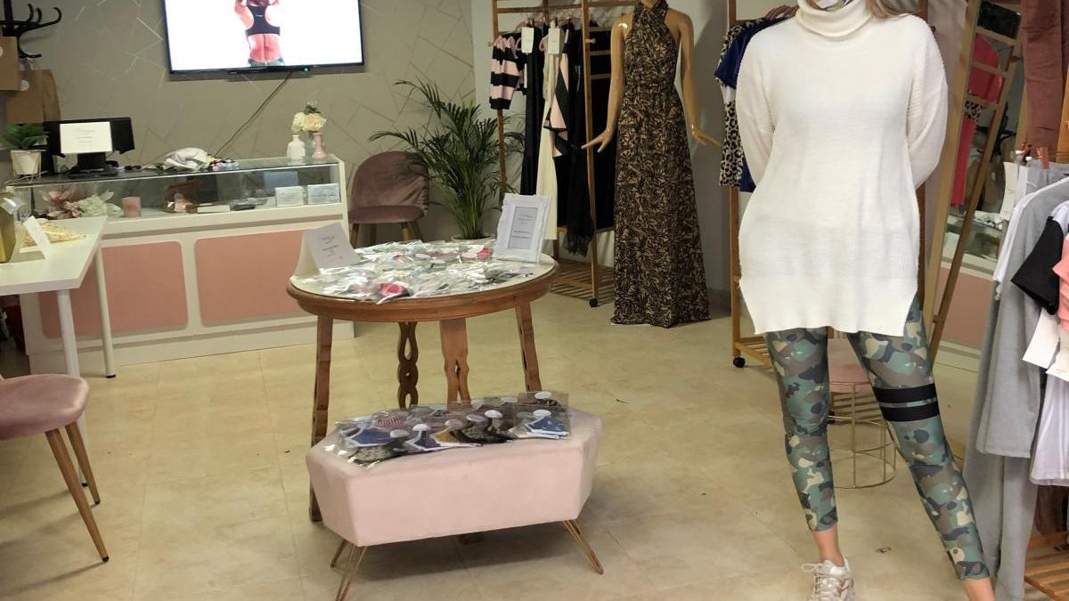 Laura Mesas a la seva botiga taller de Figueres.