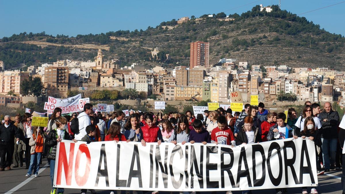 Manifestación en l'Alcora en contra de la incineradora de la antigua Reyval, en una imagen de archivo.