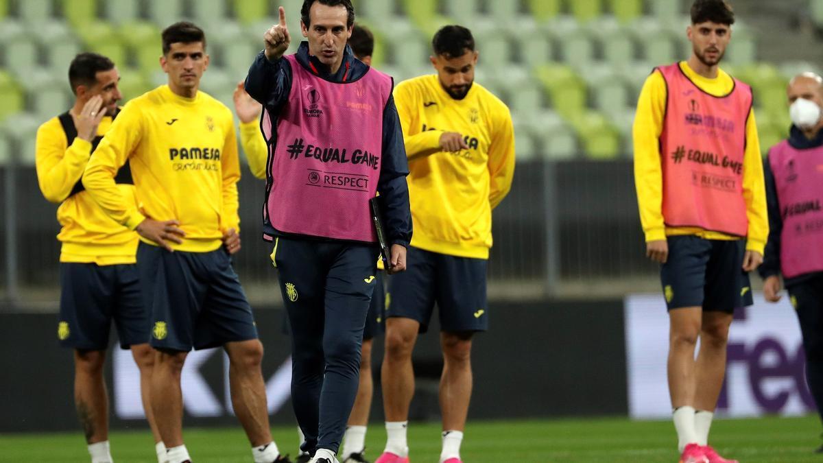 El técnico del Villarreal, Unai Emery, en el entrnamiento de este martes en Gdansk.