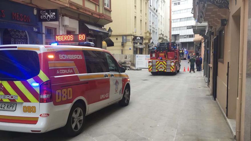 Los Bomberos acuden a la calle Troncoso por una fuga de gas