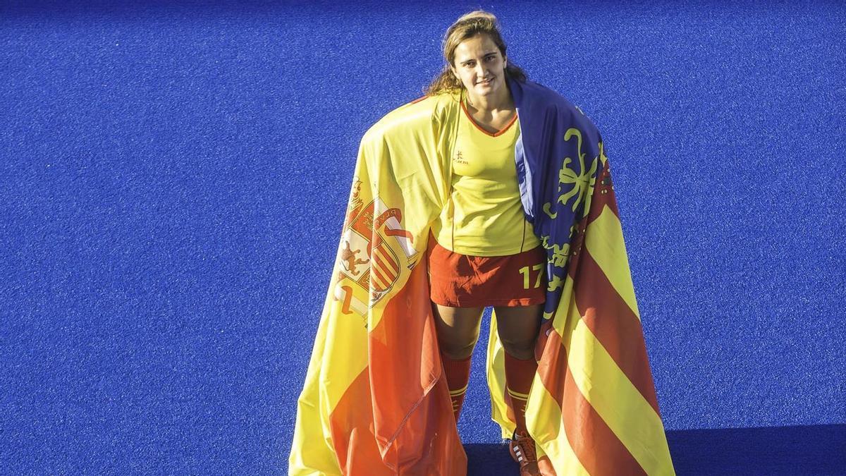 Lola Riera, única valenciana en la selección femenina de hockey