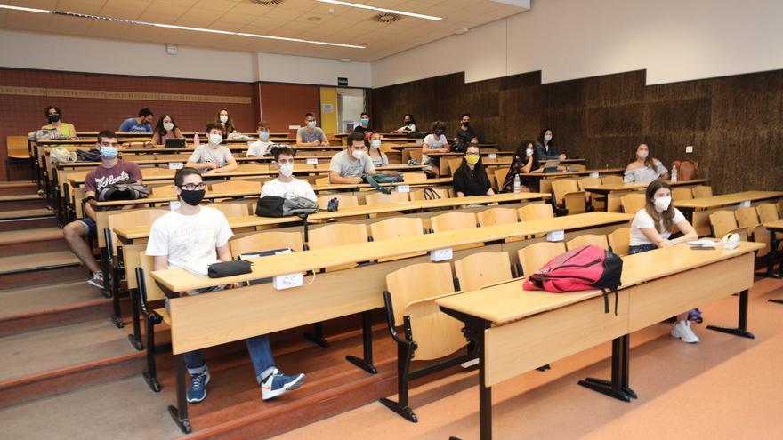 La UMH inicia el curso con solo una cuarta parte de los estudiantes en el campus
