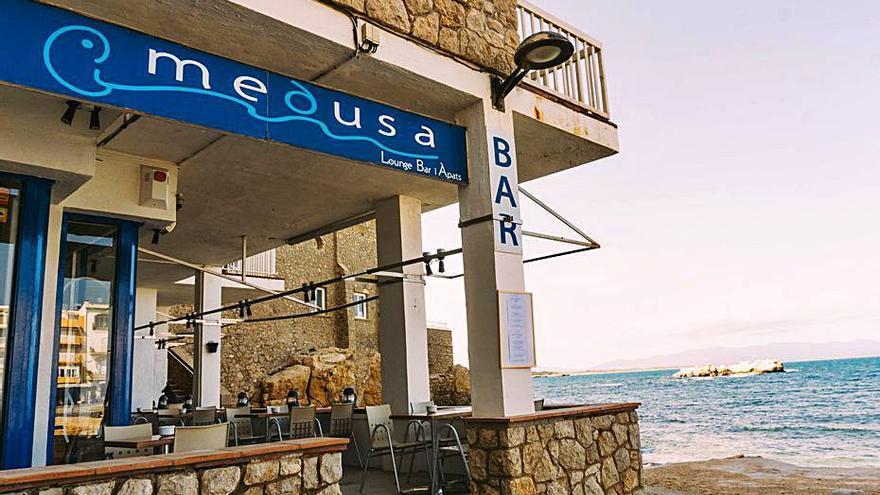 El bar Medusa de l'Escala és ideal per assaborir cuina mediterrània i creativa amb vistes a la badia