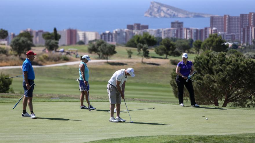 El coronavirus arruina la temporada alta de golf con pérdidas de 170 millones