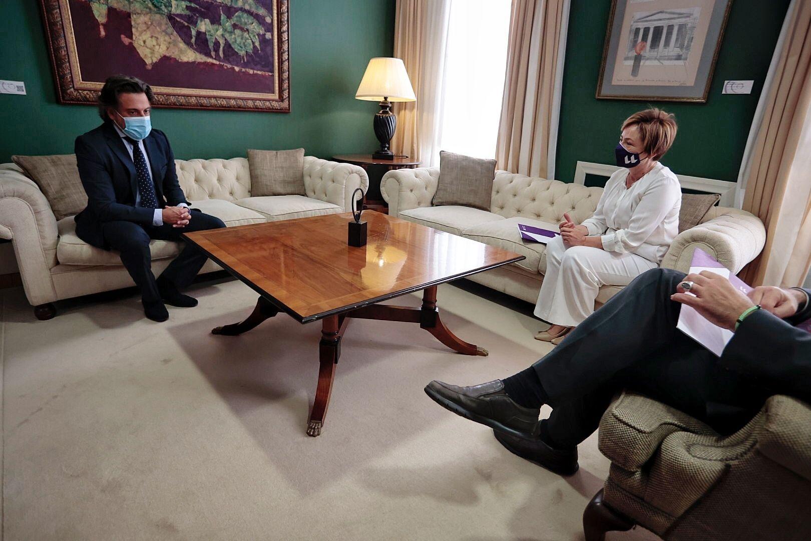 El presidente del Parlamento recibe a la rectora de la ULL