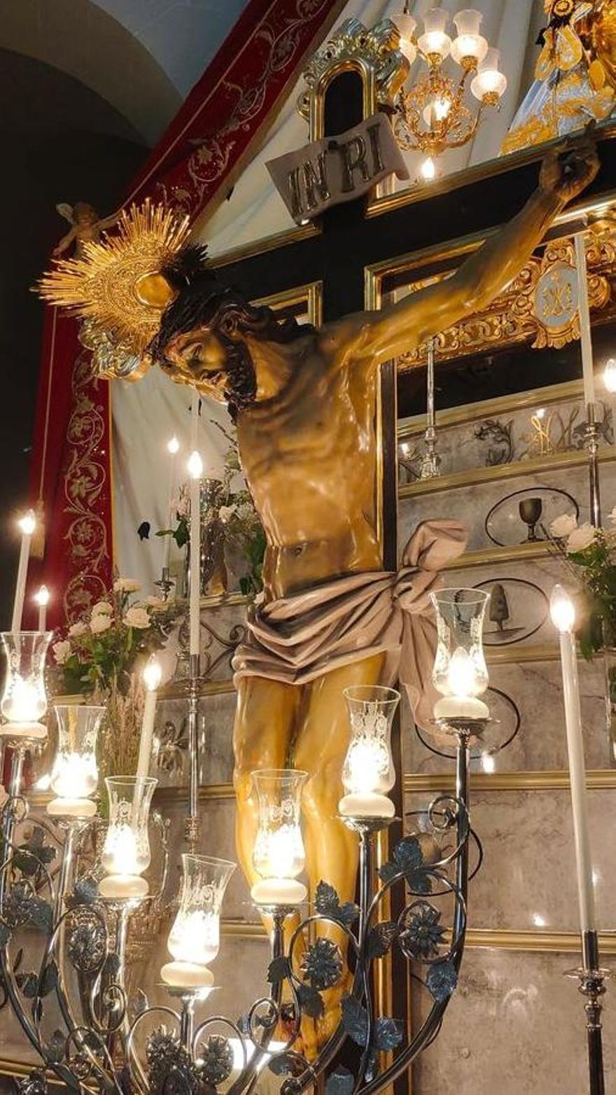 La imagen del Cristo del Buen Suceso en la iglesia arciprestal de Santa Ana de Elda.