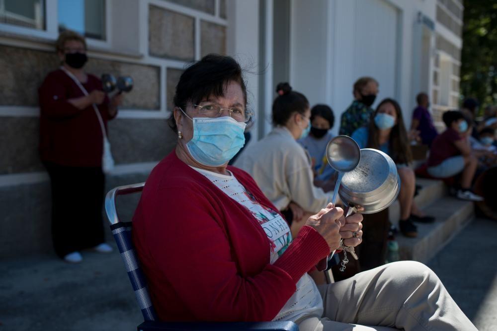 Los vecinos de Albarellos, en el municipio de Monterrei, protestan para que vuelva su médica, derivada a Vilaza tras una reforma.
