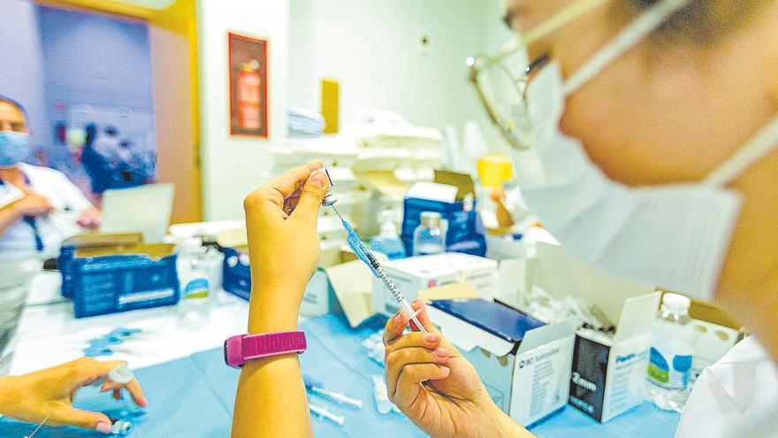 Dos de cada tres vacunas de esta semana serán para veinteañeros