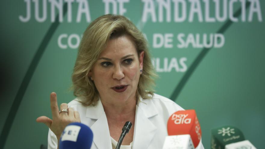 """Andalucía llama a vacunarse de la gripe y apuesta por """"reevaluar"""" la situación de inmunidad para la tercera dosis contra la Covid"""