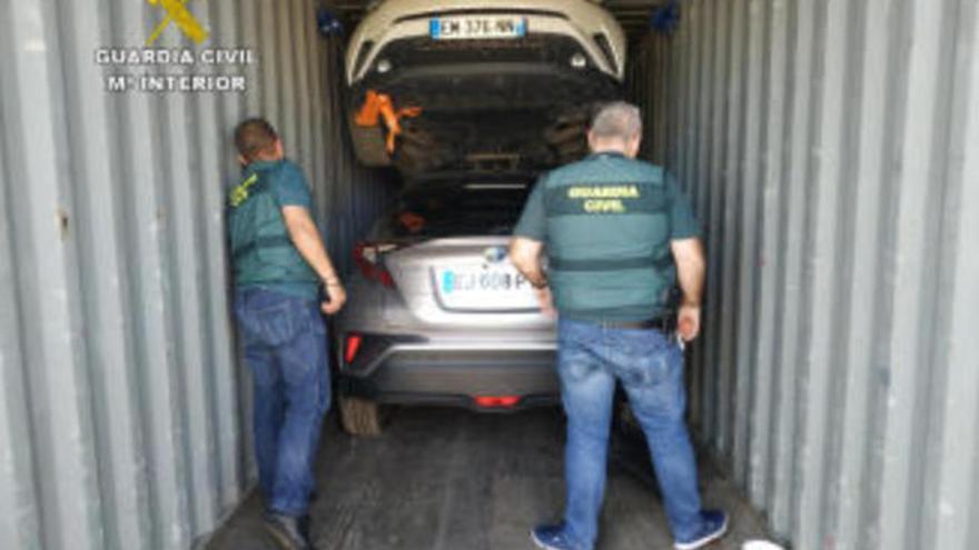 Recuperan en el puerto de La Luz 13 coches robados con destino a África