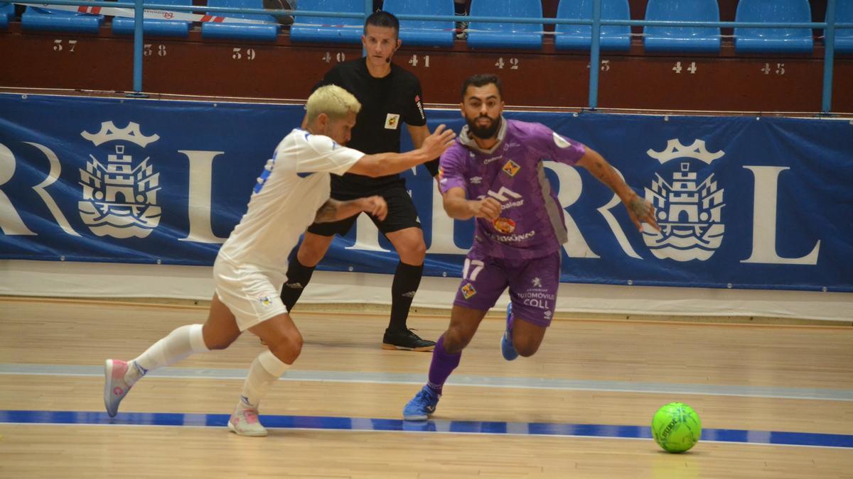 Nunes, en una acción del partido entre el Palma Futsal y O Parrulo Ferrol.