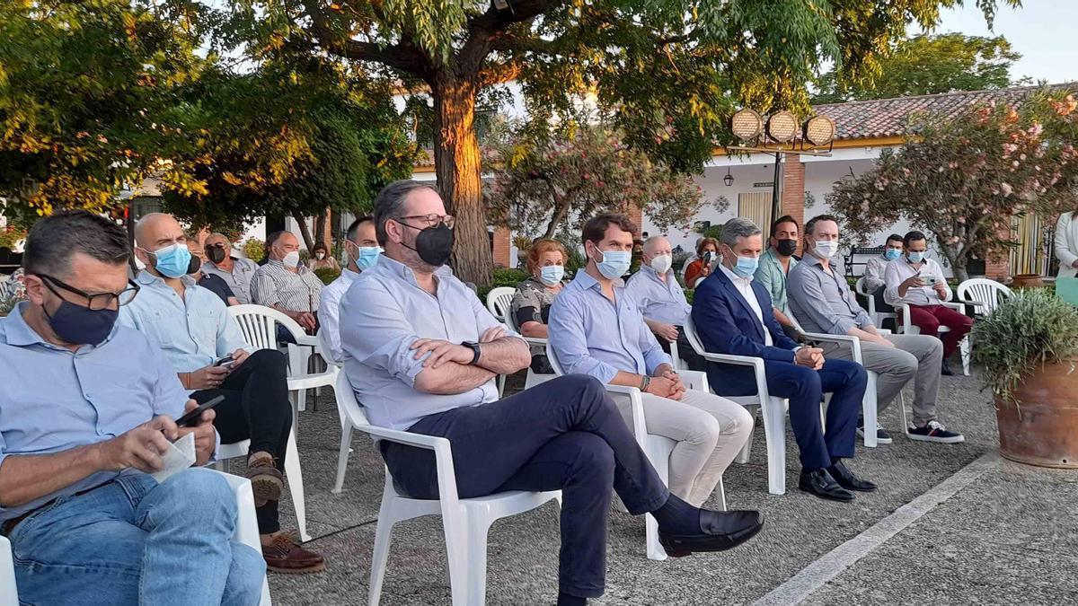 Asistentes al congreso local del PP celebrado en Cabra.