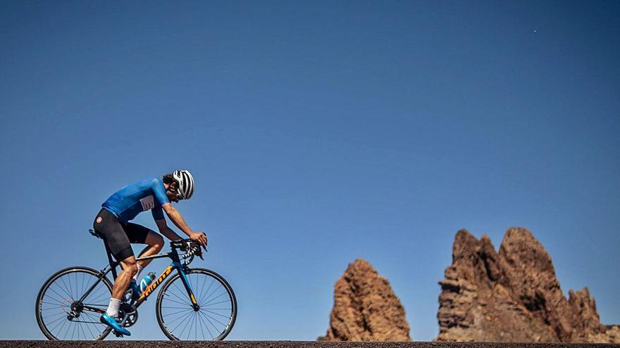Los ciclistas piden un velódromo insular para reducir los riesgos en la carretera
