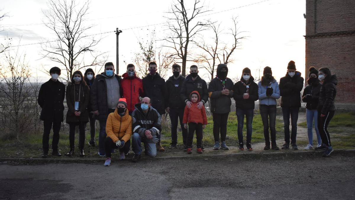 Participantes en la operación de retirada de basuras en los entornos de Toro