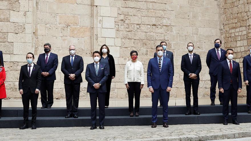 La cumbre entre España e Italia guarda un minuto de silencio por las víctimas de la violencia de género