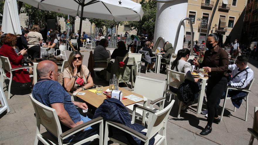 Cataluña reabrirá la restauración hasta las 23 horas a partir del 9 de mayo