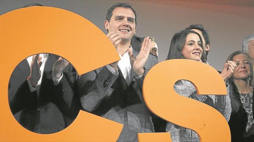 Rivera llama a «dar batalla» al PP para vencerle y gobernar el país