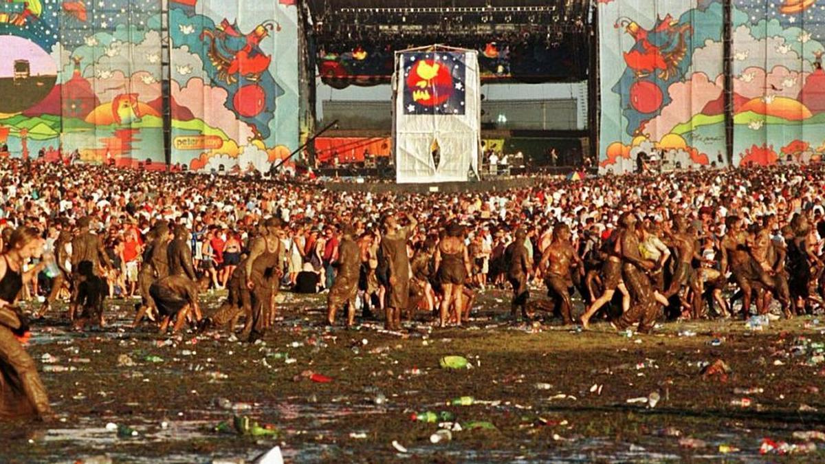 Basura, heces y lodo: así fue Woodstock 99