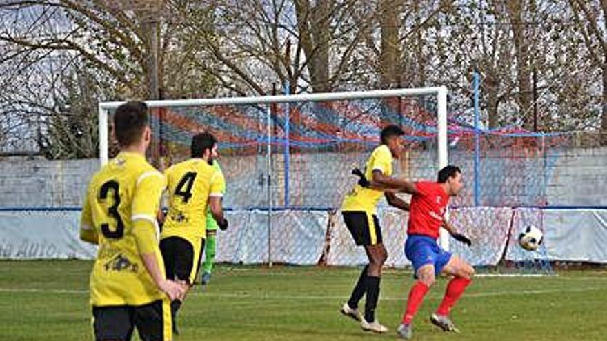 """El Benavente cae por 0-4 ante el CD Ejido en un partido sin valor para los """"tomateros"""""""