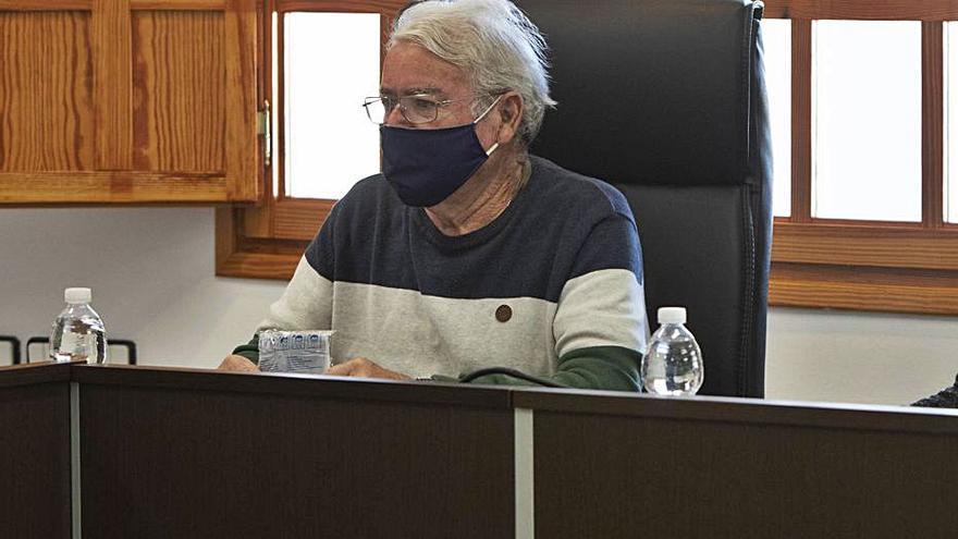 Cabo: «He pasado del PSOE al PP, pero trabajaré igual por el pueblo»