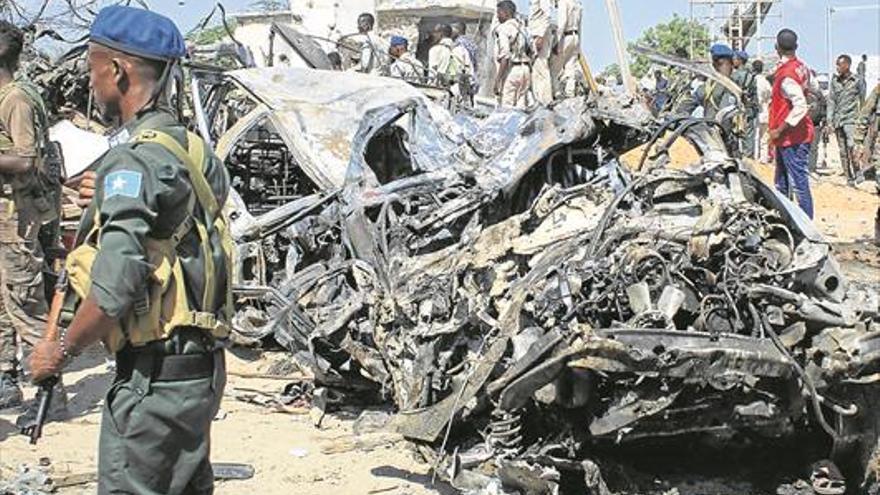 Al menos 92 muertos en un ataque con coche bomba en Mogadiscio