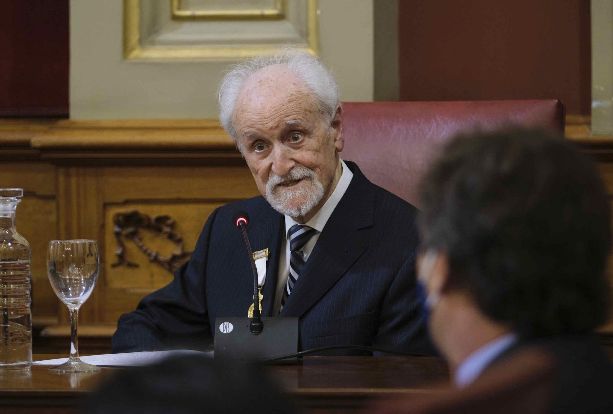 Acto de entrega de la Medalla de Oro al Mérito Cultural a Armando Alfonso