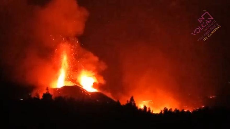 Erupción del volcán de La Palma desde el Mirador Astronómico del Llano del Jable