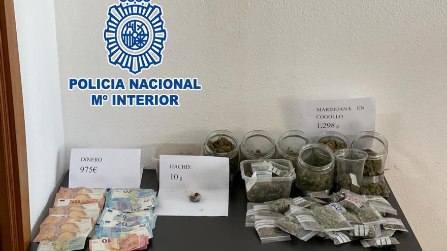 La Policía Nacional detiene a cuatro personas y desmantela tres puntos negros de venta de marihuana en Dénia