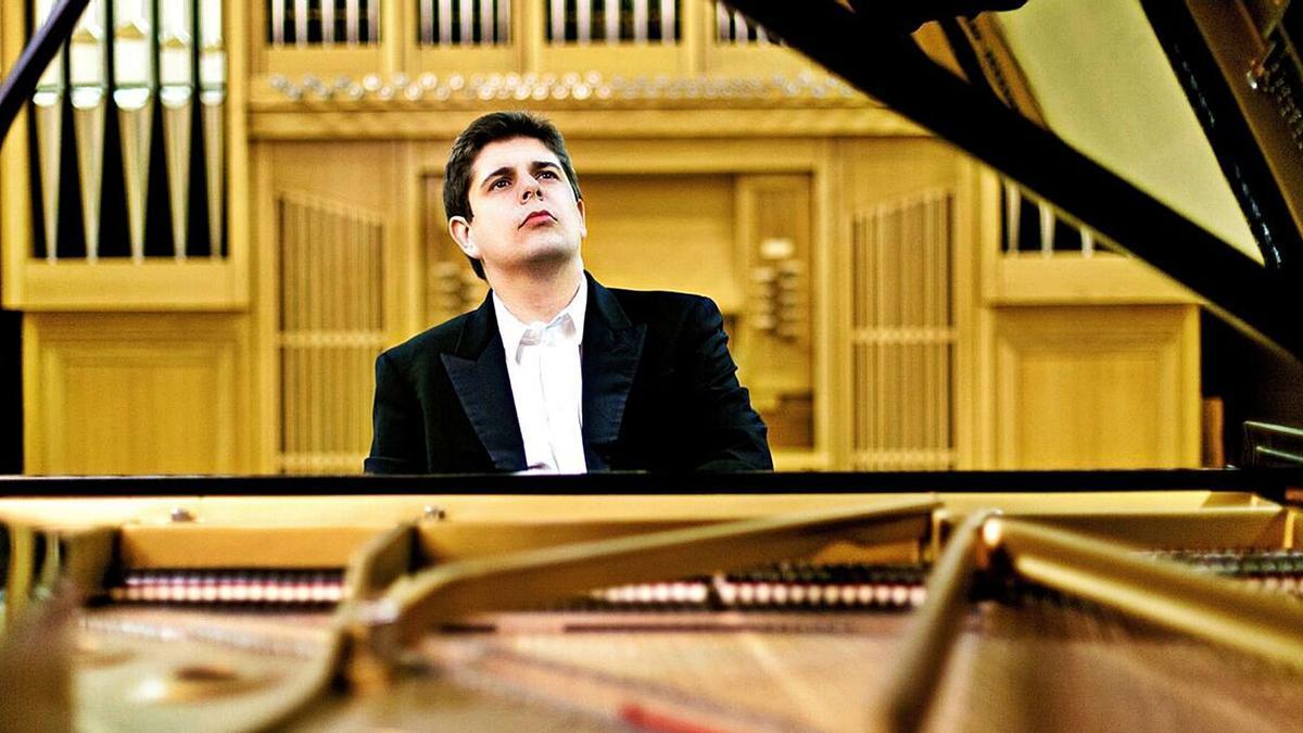 El pianista onubense Javier Perianes, que visita la Región esta semana.  l.o.