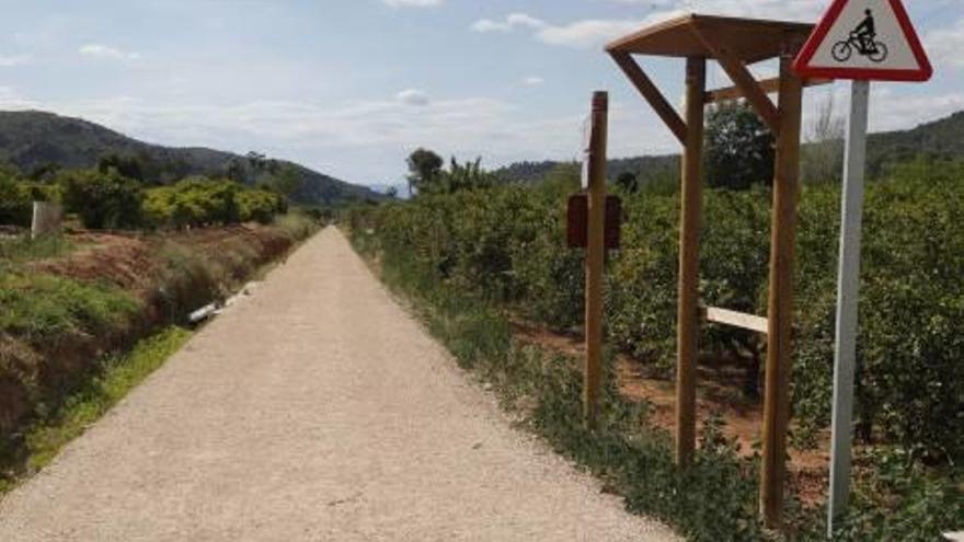 Alzira rescata para la vía verde del «trenet» terrenos que ofreció en venta hace 35 años