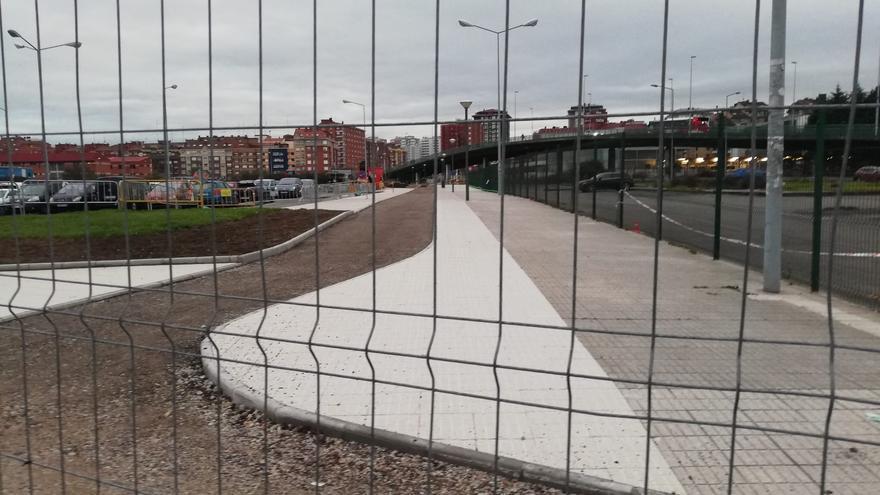 Los vecinos critican la demora en las obras del carril bici hasta la estación de tren
