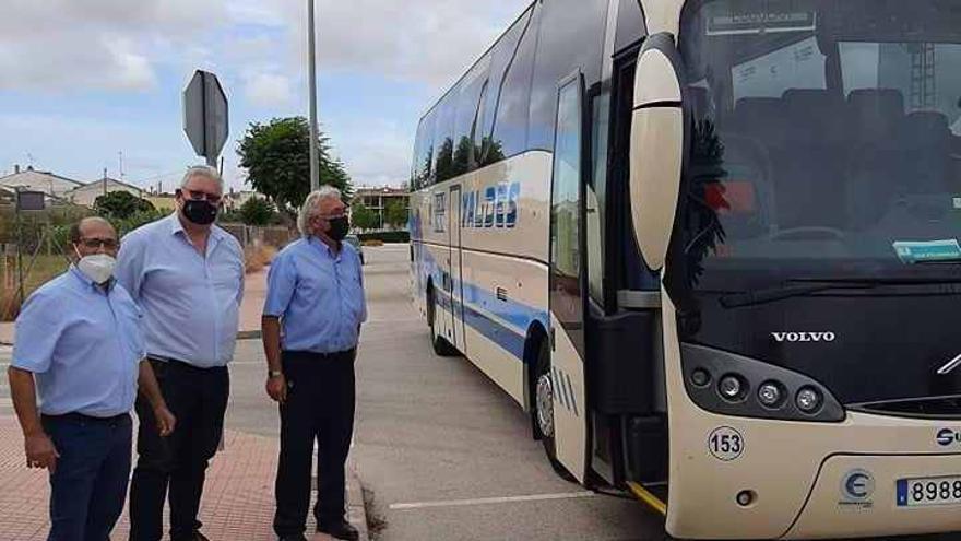 Un nuevo servicio de bus gratuito une la zona de urbanizaciones y el casco urbano de San Fulgencio los martes y los jueves