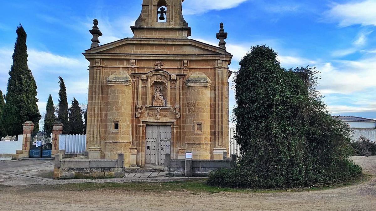 La ermita de Nuestra Señora de las Angustias, junto al cementerio de Corrales, a las afueras de la localidad. | Cedida