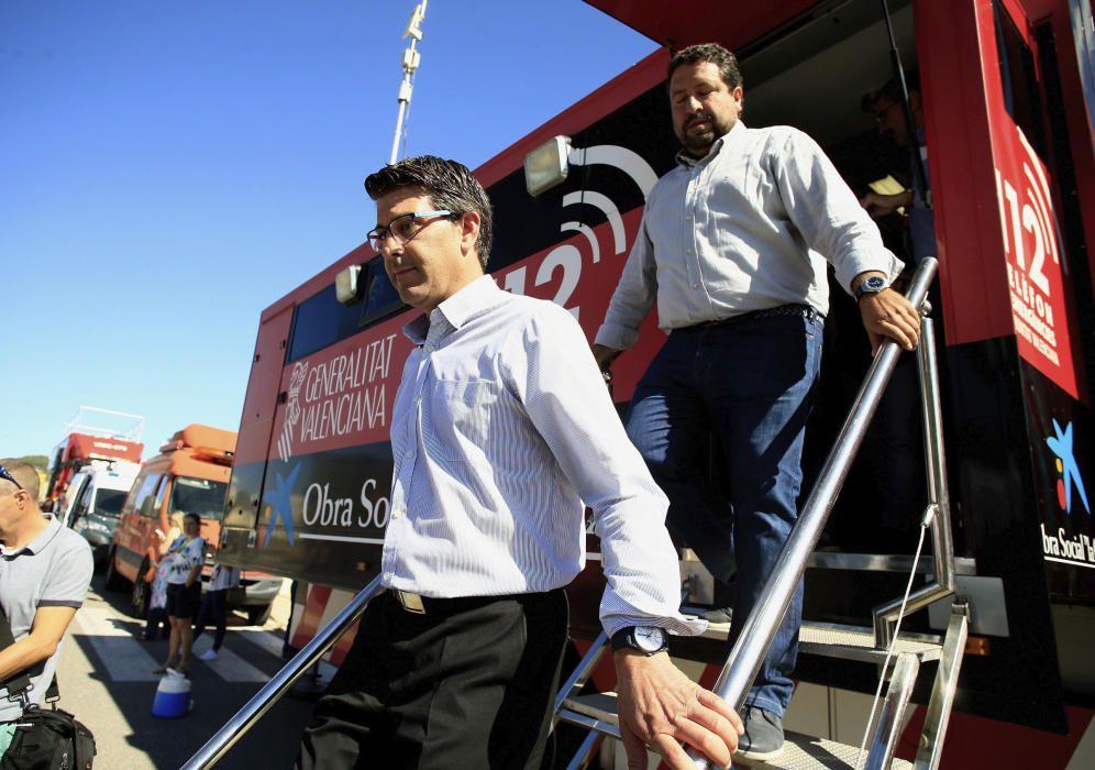 En la imagen, los presidentes de las Diputaciónes de Valencia, Jorge Rodriguez (i), y Castellón, Javier Moliner, en el puesto de mando.