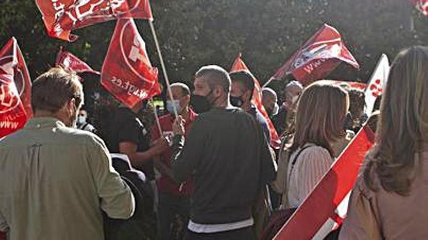 Protesta de empleados de Caixabank contra el ERTE del banco