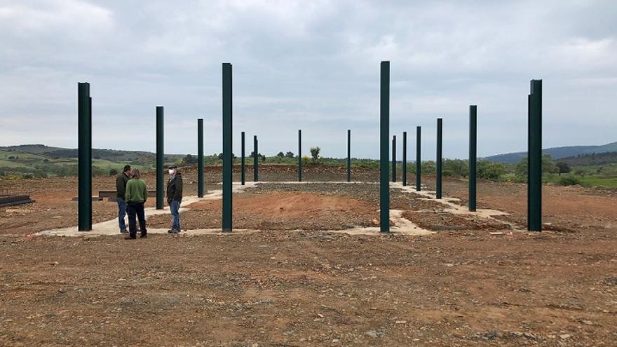 La consejería de Agricultura realiza mejoras y dos naves en el monte público de Hernán Pérez