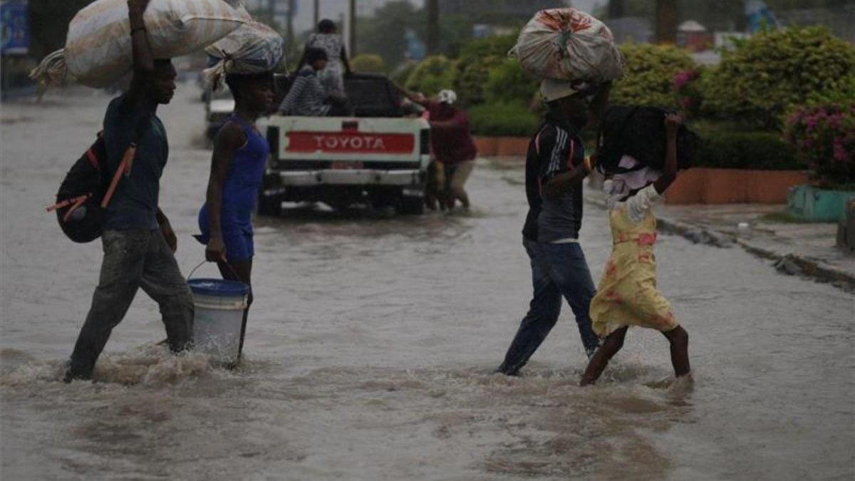 La tormenta Laura golpea con mucha fuerza a República Dominicana y Haití