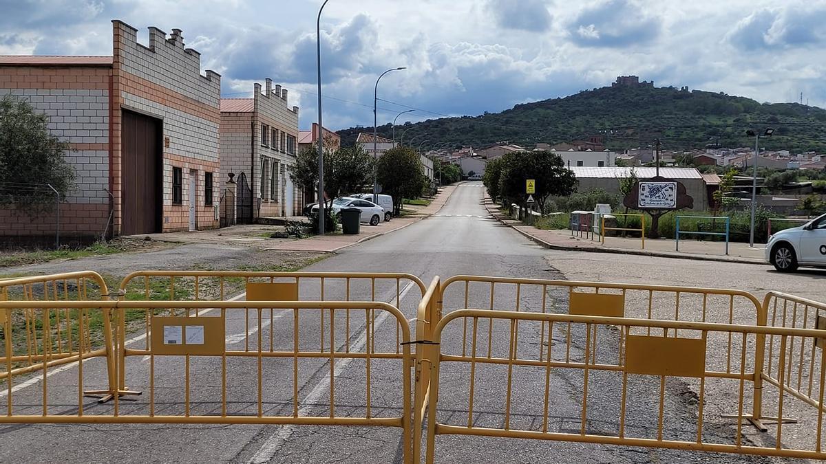Uno de los accesos a Salvatierra de los Barros.