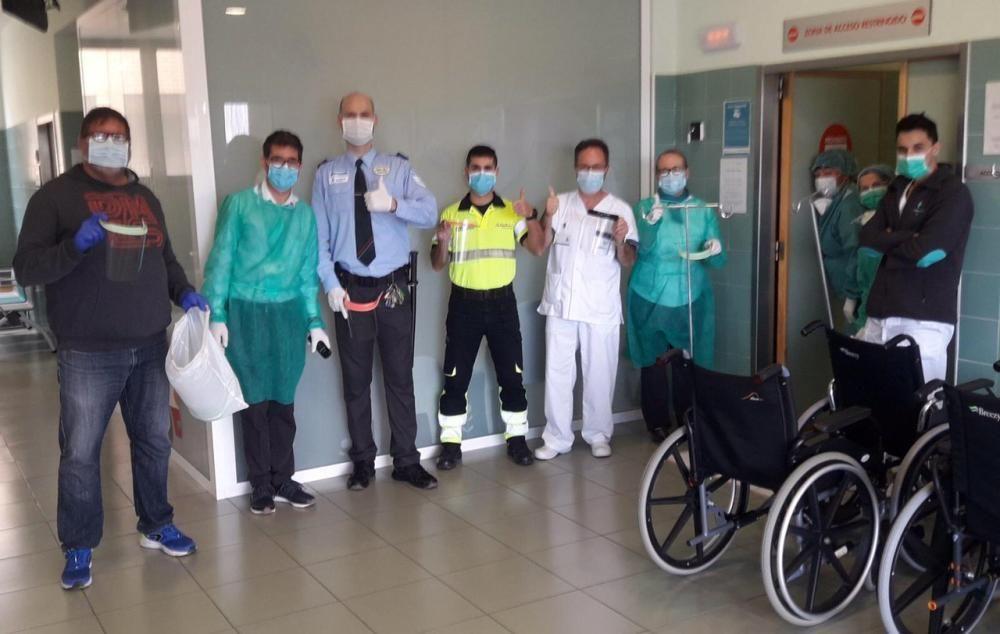 Voluntarios de Covid Makers de toda la provincia han fabricado miles de pantalla protectoras en tres semanas para los hospitales de Alicante, Madrid y Castilla La Mancha