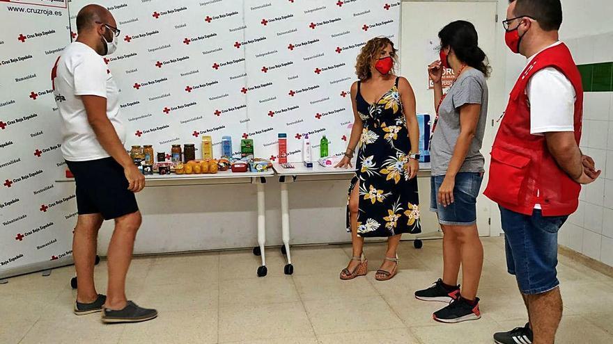 Cruz Roja y consistorio repartirán 6.000 cestas más de comida para los mayores