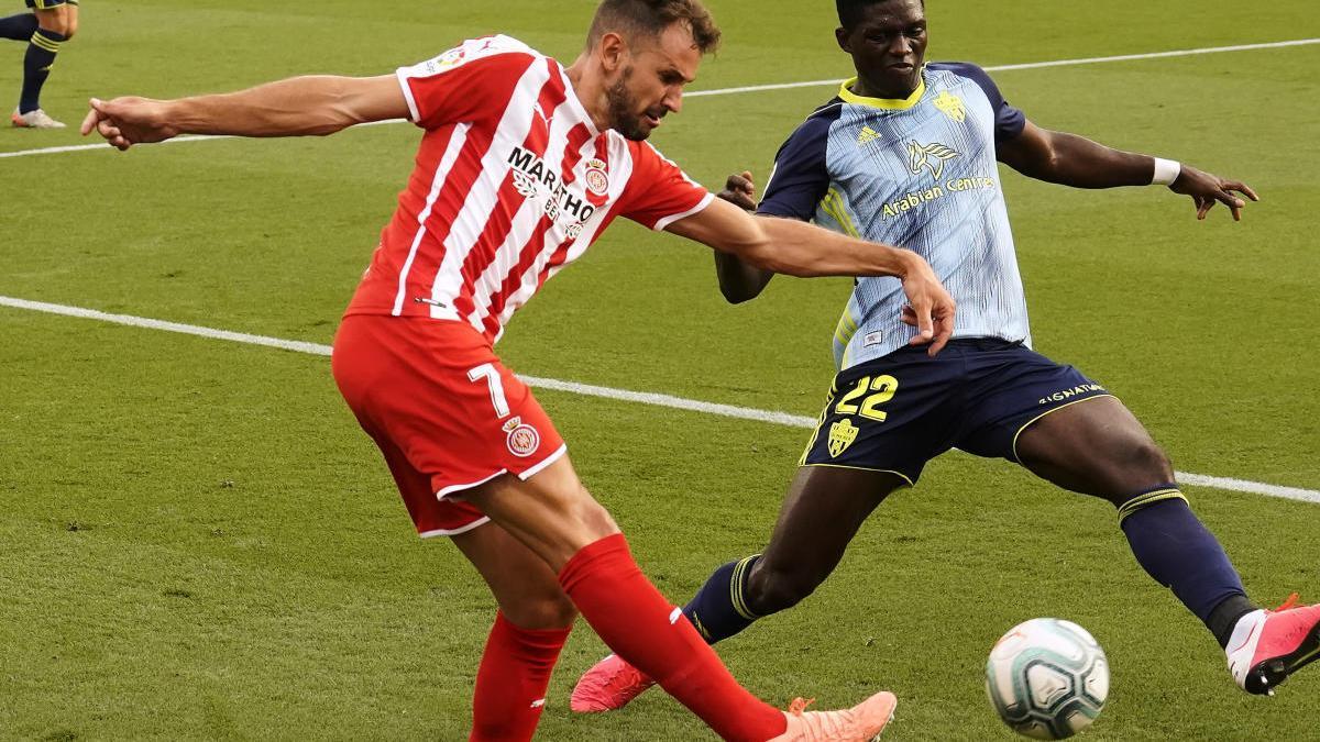 Stuani, en el duel contra l'Almeria al play-off.
