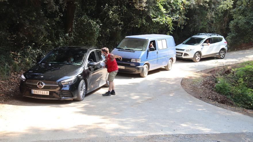 L'aparcament amb reserva prèvia per accedir a Sadernes s'omple durant el mes de la prova pilot