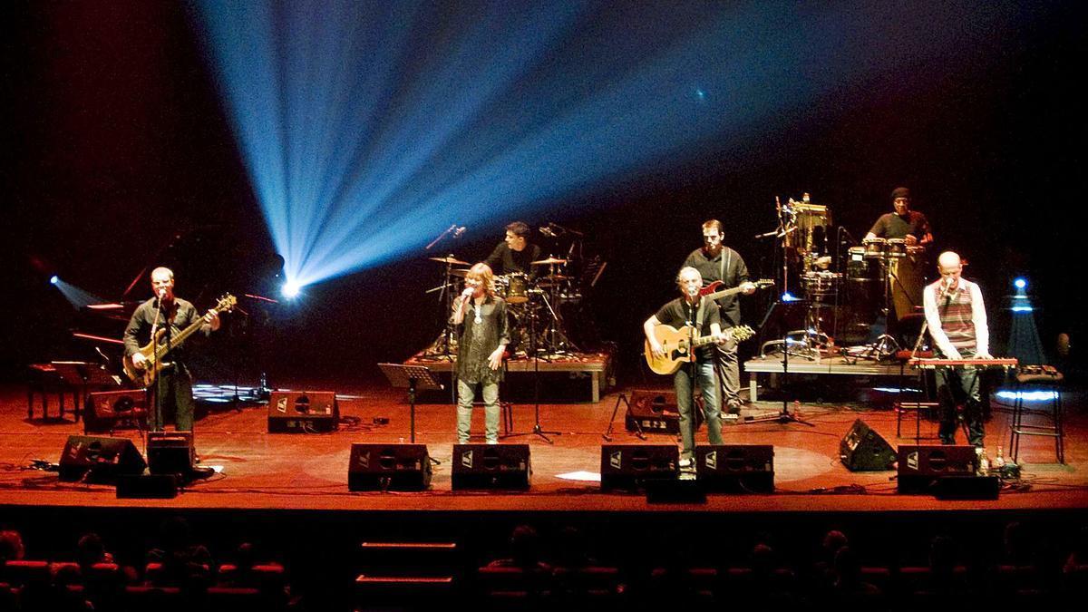 Una imatge d'Els Convidats, en el seu concert de comiat, el 15 de gener del 2011 a la Sala Gran del Kursaal   ARXIU/MIREIA ARSO